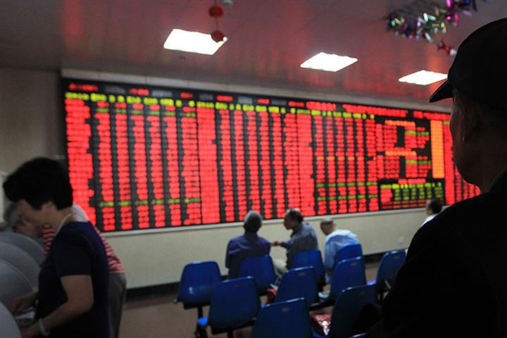 Medical Gear Stocks Help Chinese Equities to Narrow Losses