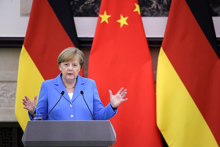 Merkel Says Europe Must Unite and Work With China, Other Countries