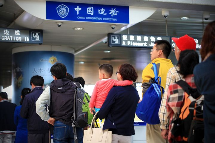 Number of Outbound Chinese Tourists Quadrupled in 11 Years, Report Says