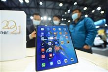Shanghai's MWC Visitors Scramble to Test Huawei's New USD2,786 Foldable Mate X2