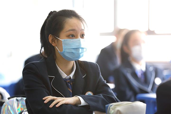 Shanghai's Ninth, 12th Graders Return to Class as Covid-19 Ebbs