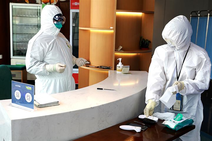 Shanghai Tests All in Quarantine Spots for Covid-19