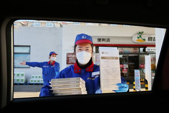 Sinopec Unit's Gas Stands Begin Selling 30,000 Face Masks a Day