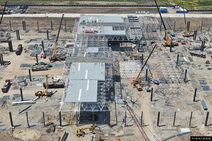 Tesla Prepares to Put Roof on Shanghai Gigafactory