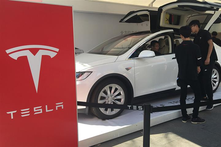 Tesla Recalls 870 Model X Cars in China Over Roof Trim Issues