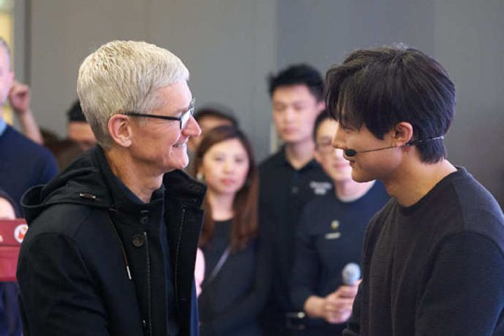 Tim Cook Arrives in Beijing to Promote Apple Music in China
