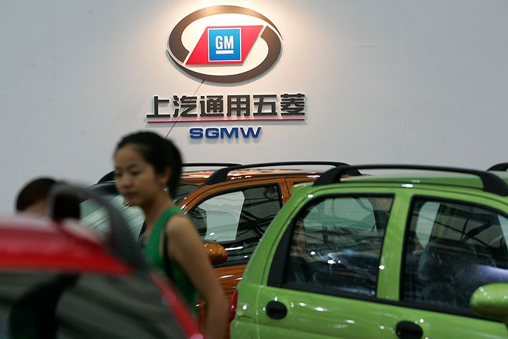 Top Carmaker SAIC's Sales Fell for First Time Since 2006 Amid Tepid Market