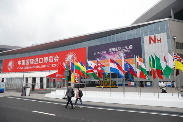Tourist Tax Rebates Boost Shanghai Shopping During CIIE