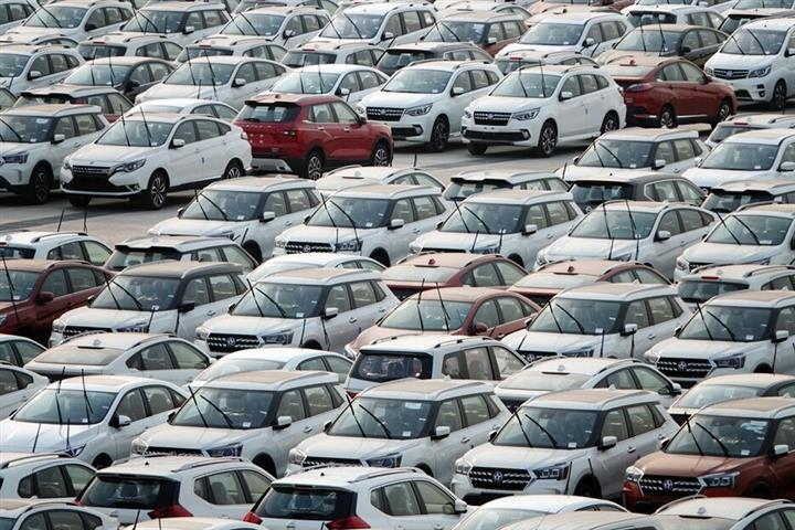 Virus Hits Chinese Auto Dealers With More Than 1,000 Closing in Six Months