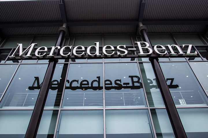 Mercedes-Benz Probes Car Sale in China as Video of Tearful New Owner Goes Viral