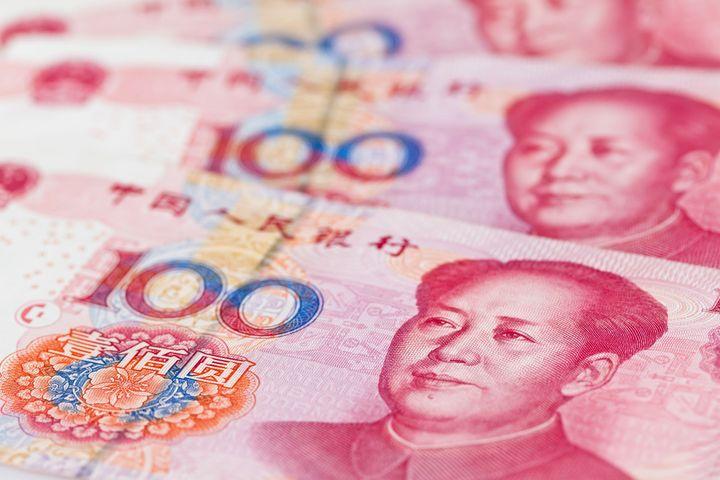 Yuan Rises Sluggishly Against the Dollar